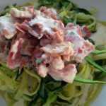 Zucchini-Spaghetti in Schinkensahnesauce