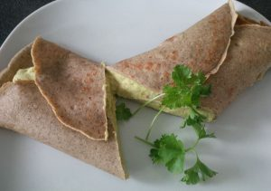 Galette mit Avocado-Hummus-Creme