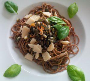 Spaghetti aglio olio mit Kürbiskernen