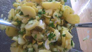 Wetsfälischer Kartoffelsalat Zutaten vermengt