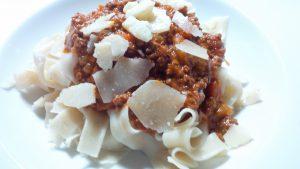 Tagliatelle Bolognese mit Parmesan
