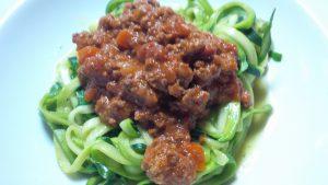 Zucchini-Spaghetti Bolognese