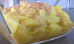 Kartoffelwürfel und Marinade