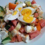Erfrischender Sommersalat mit Mozarella & Ei