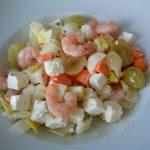Lunch-Salat mit Garnelen und Schäfskäse