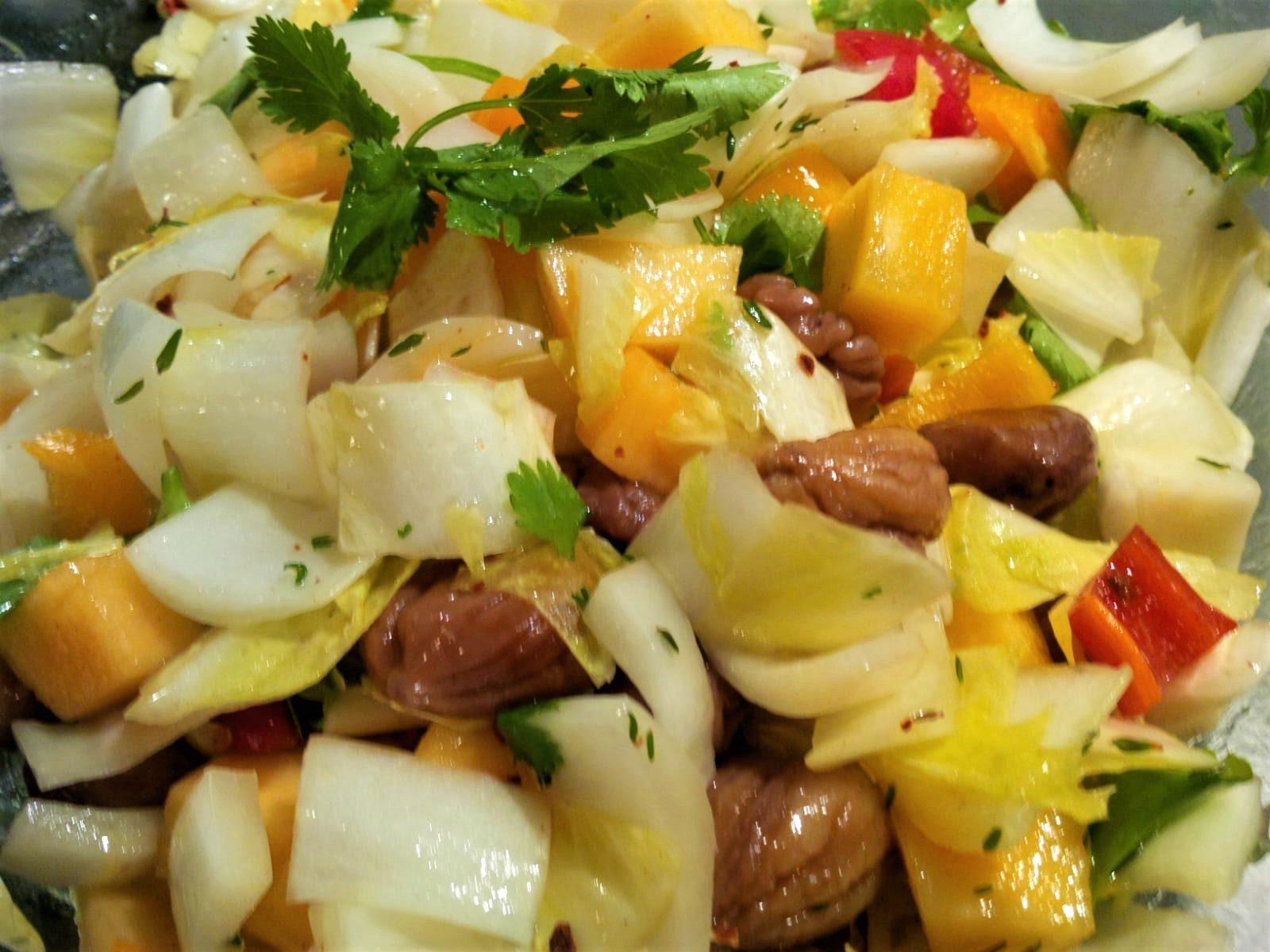 Salat von Chicorée, Persimon, Paprika & Maronen