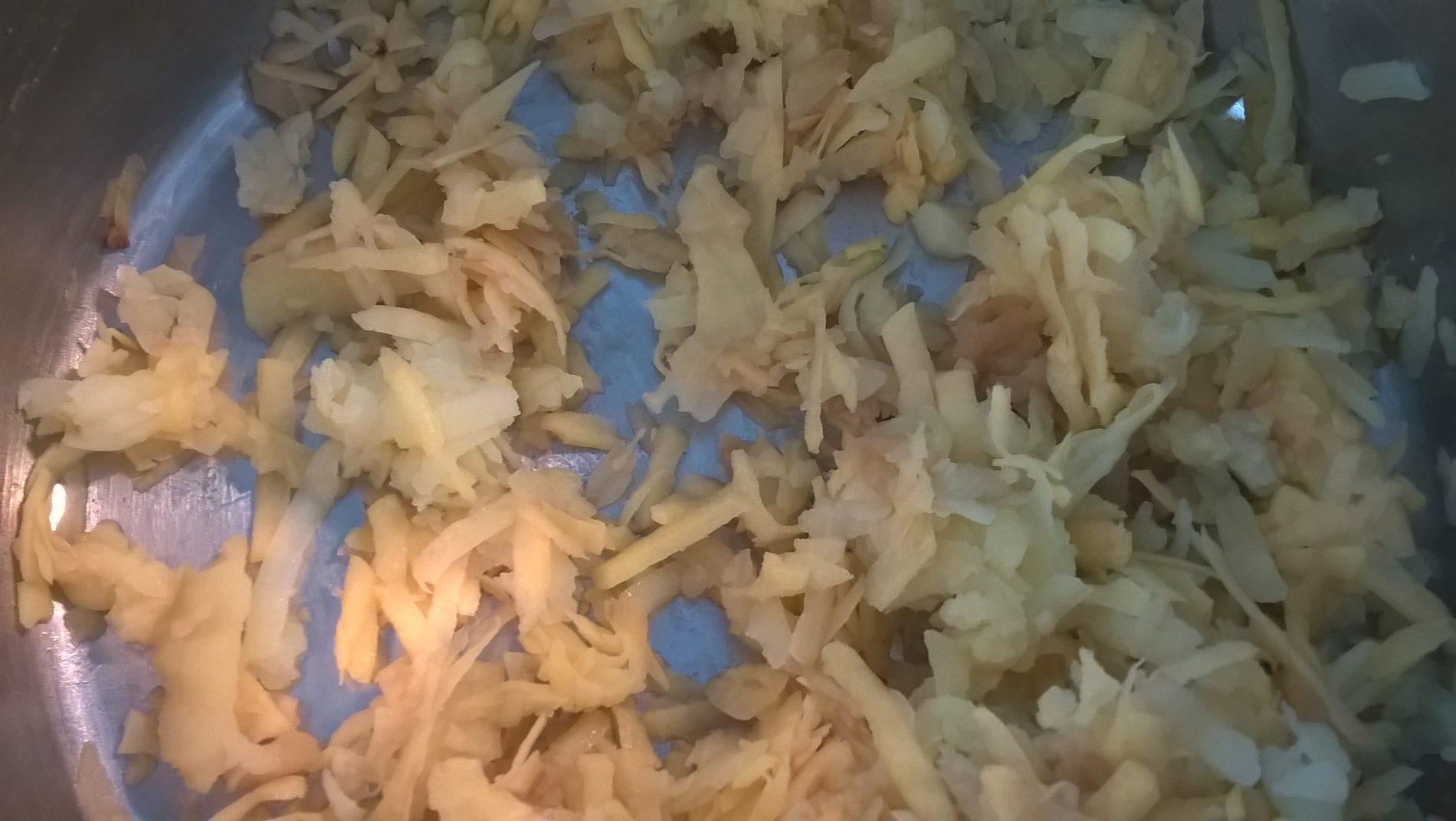 Geriebene Kartoffeln für Rösti