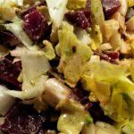 Cremiger Salat von Rote Beeten, Avocado & Käse