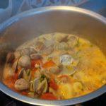 Venusmuscheln im Sud kochen