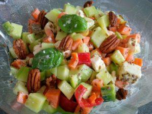 Bauernsalat mit Feta und Pekannüssen
