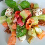 Portion Bauernsalat mit Feta und Pekannüssen