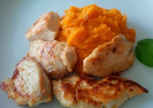 Spicy Hühnerbruststreifen an pikantem Süßkartoffelpüree