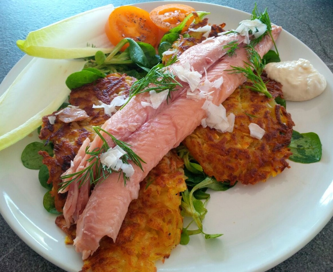 Rösti mit geräuchertem Saiblingsfilet als Hauptspeise