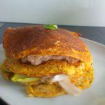 Kichererbsen-Pfannkuchen-Sandwich mit Thunfisch & Salat